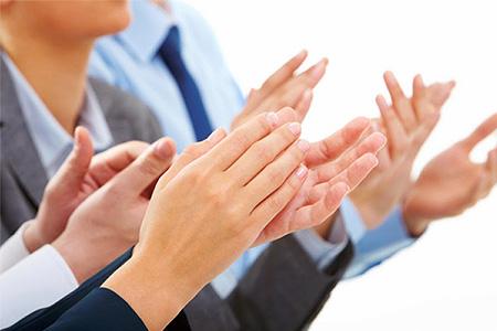 چگونه از دیگران تعریف و تمجید کنیم؟ چه کاری کنیم تا بهدلخواه ما رفتار کنند؟